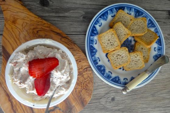 Strawberry-rhubarb cream cheese spread