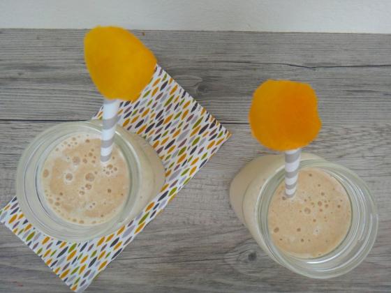 Cantaloupe-banana milkshake